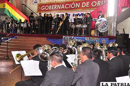Maravilloso concierto de la EBIM en el hall de la Gobernación