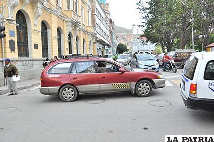 Taxistas cobran tarifas elevadas sin ningún control del Municipio