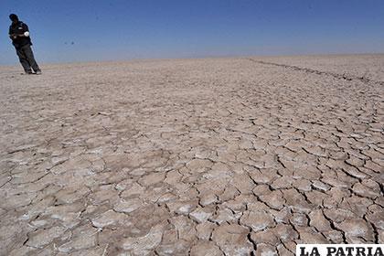 Panorama desolador se observa en lo que fue el lago Poopó