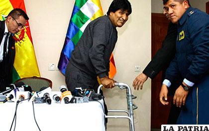 Las intensas actividades afectaron la rodilla del Presidente Morales