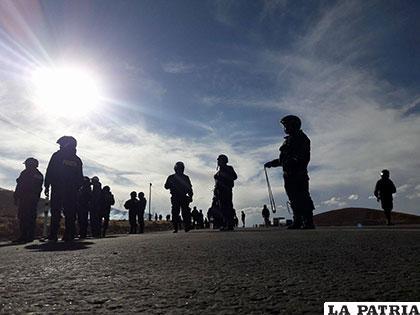 Policías también emplearon hondas a falta de gases