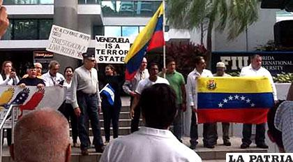 Venezolanos exiliados denuncian a la comunidad internacional situación política de su país /diariocontraste.com