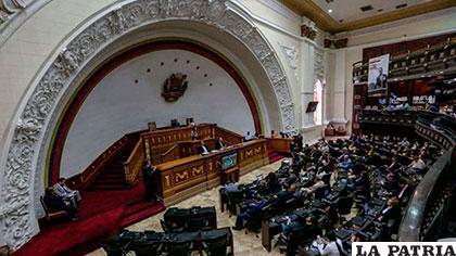 Amplía sanciones contra Venezuela por Constituyente