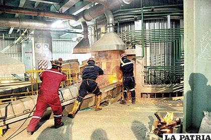 La metalúrgica de Oruro, exporta estaño metálico y sus ingresos tendrían que servir para expandir el sistema