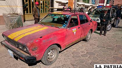 El vehículo que atropelló a la mujer y su hija