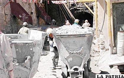 La actividad minera es una de las mayores contaminantes ambientales /ARCHIVO