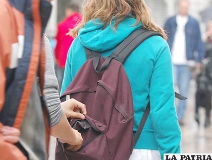 Los delincuentes aprovechan un descuido para robar los celulares de la ciudadanía /Foto ilustrativa El Biluyo