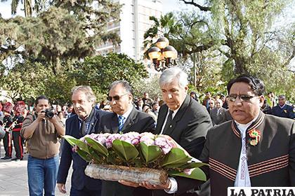 Entrega de ofrendas florales por autoridades en el exterior /Click Jujuy
