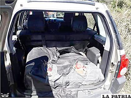 La droga fue encontrada en la maletera del carro /Gendarmería Nacional