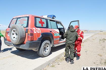 La ambulancia de bomberos en la que llevaron a los heridos