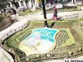 El escudo departamental renovado en la Plaza 10 de Febrero