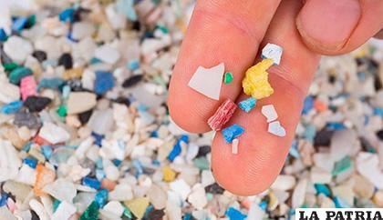 Crearon tecnología que puede limpiar los océanos de microplástico