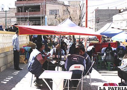 En el punto de partida también se instalaron vendedoras de cerveza /LA PATRIA /Carla Herrera