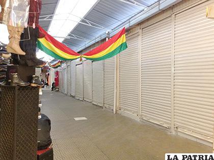 Algunos puestos de venta cerraron debido al feriado /LA PATRIA /TANIA SANTIVÁ�?EZ CHAC�?N