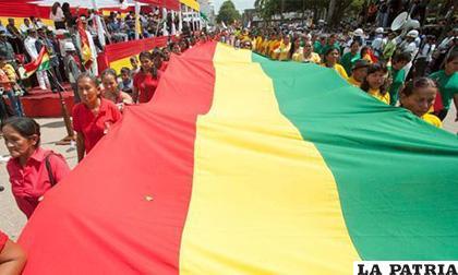 Residentes bolivianos en países del mundo rindieron el martes homenaje /La Razón