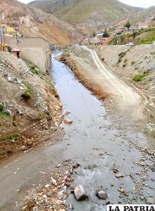 El río contaminado por residuos de la empresa Huanuni /LA PATRIA