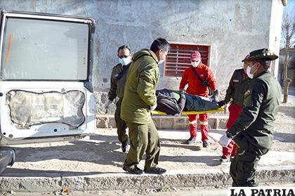 Personal policial se encargó del levantamiento del cadáver /LA PATRIA