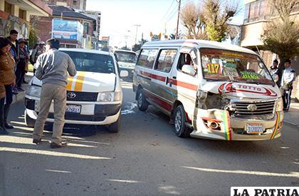 El conductor del minibús 117 fue protagonista de la colisión /LA PATRIA