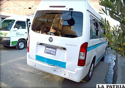 Los daños en el minibús celeste no fueron de consideración /LA PATRIA