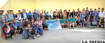 Los deportistas que participaron en el torneo Apertura de pelota raqueta /Cortesía Gonzalo Miranda