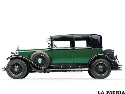 El Cadillac de Al Capone, coche que inspiró el autocarril de Simón I. Patiño