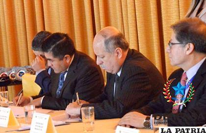 Firma del acuerdo entre Perú y Bolivia para llevar acciones conjuntas y combatir el contrabando /MINDEF.GOB.BO