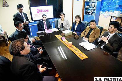 Los representantes de los medios de comunicación ayer se reunieron en La Paz