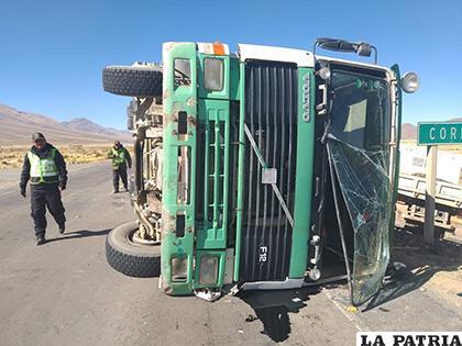 Así fue encontrado el vehículo en el lugar del accidente /LA PATRIA