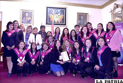 Primera promoción del diplomado de Woman Coach /LA PATRIA