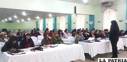 Candidatas participantes en el taller de capacitación para las elecciones nacionales /LA PATRIA