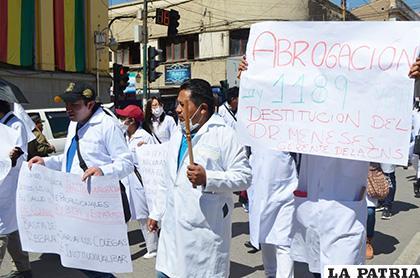 La marcha de los médicos fue contundente /LA PATRIA