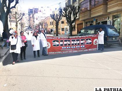 Médicos bloquearon algunas calles cerca al Hospital General