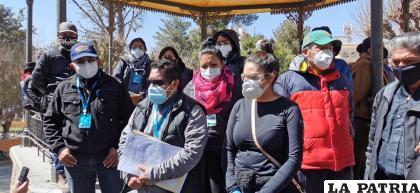 Familiares de víctimas del Covid-19, protestaron en la Plaza 10 de Febrero /LA PATRIA