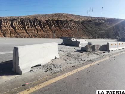 Bloqueadores dañaron los separadores viales que en otrora daban seguridad a los transportistas /ABC