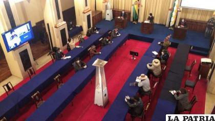La reunión se prolongó hasta la madrugada de este domingo /cortesía La Razón