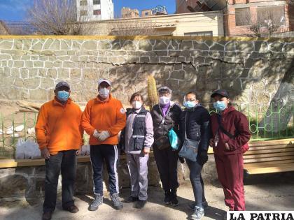 Algunos voluntarios en la actividad /Fruticultores de Oruro