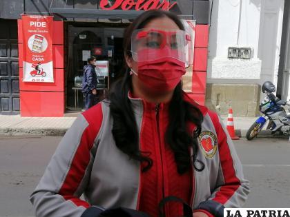 La secretaria General del Colegio Médico de Oruro, Carmen Alcalá /LA PATRIA