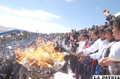 Encendido de la llama olímpica de los juegos estudiantiles