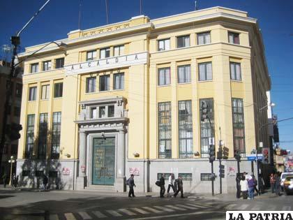Edificio del Concejo Municipal, cuyas autoridades pidieron 1.973.748 bolivianos de incremento para la gestión 2012