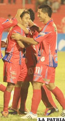 Araúz celebra el gol de Guabirá