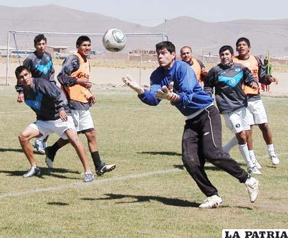 Jugadores de San José en el entrenamiento de ayer