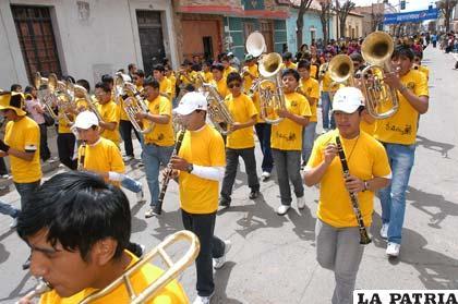Estudiantes emocionaron al público con la ejecución de instrumentos dejando de lado a las bandas tradicionales