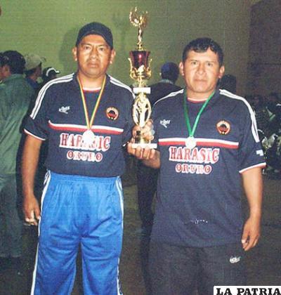 Nicanor Mamani junto a Héctor Ticona