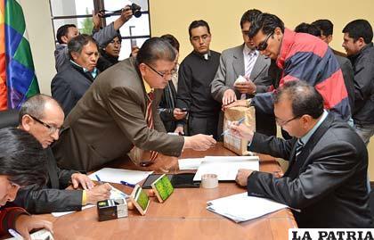 Postulantes a fiscal general se inscriben (Foto APG)