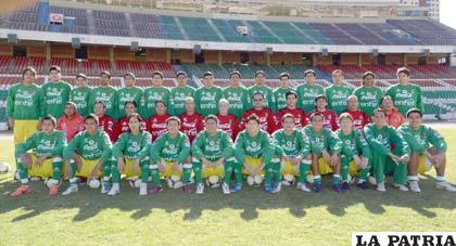 Jugadores y cuerpo técnico de la Selección Nacional