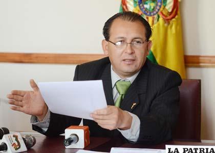 0mar Oscar Rocha, presidente del concejo municipal de La Paz da la lista del Tribunal de Imprenta (APG)