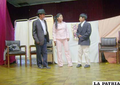 Estudiantes de colegio presentan obras de teatro sobre la violencia