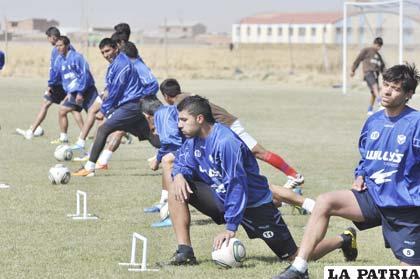 Ruiz y Carrizo contemplados en el equipo titular