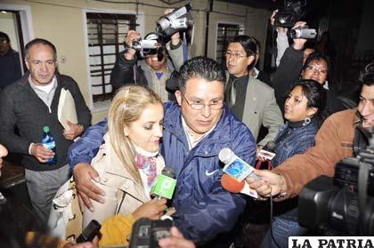 Milena Fernández sale de la Fiscalía tras brindar declaración informativa