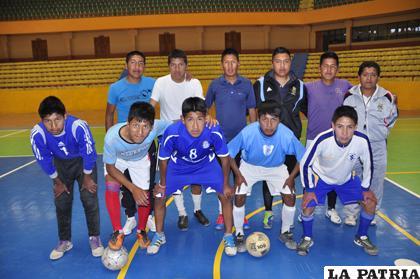 Los integrantes del equipo de futbol de salón del colegio Sainz